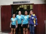 As atletas Larissa, Bruna e Layra, com a treinadora da equipe cadete/juvenil da ACH, profa. Tathyane Krahenbühl
